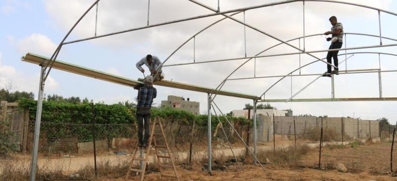 تنفيذ مشروع اعادة بناء دفيئات زراعية مدمرة بشكل كامل